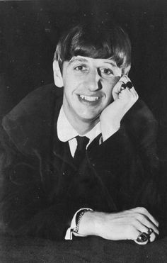 Now Richard Starkey shall be addressed as ➡ Sir Ringo Starr or Sir Richard Starkey?! No difference: He's legandary and now knighted. Rock On, Sir Ringo 🙌 🙆