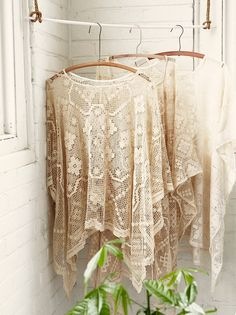 Inspiration only -  lace poncho refashion from a tablecloth.  DO NOT CLICK THROUGH