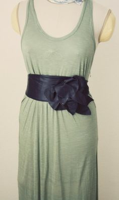 DIY: Bold Leather Flower Belt Tutorial  At http://www.madebylex.com/2011/05/bold-leather-flower-belt-tutorial.html