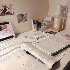 ♡ – Office organization at work Study Desk, Study Space, Study Corner, Study Room Decor, Study Organization, School Study Tips, Study Areas, Aesthetic Rooms, Study Hard