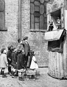 Children watching a Punch and Judy show on a London street in 1936 . muppet show Victorian London, Vintage London, Victorian History, Victorian Ladies, Tudor History, Antique Photos, Vintage Photographs, Vintage Photos, London History