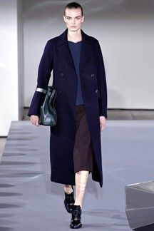 Jil Sander Milano - Collections Fall Winter - Shows - Vogue. Fashion News, Runway Fashion, Fashion Online, Fashion Show, Womens Fashion, Fashion Design, Fashion Trends, Uk Fashion, Milan Fashion