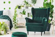 Emerald Green: Color Spotlight for Home Furnishings - Tracy green color for bedroom - Green Things Bedroom Green, Bedroom Colors, Eames, Living Pequeños, Relax, Wingback Chair, Emerald Green, Green Colors, Home Furnishings