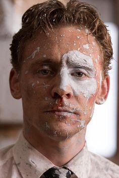 Tom Hiddleston as Dr. Robert Laing in High-Rise. Full size image: http://ww4.sinaimg.cn/large/6e14d388gw1f164f47ndvj21kw0w0q8a.jpg Source: Torrilla, Weibo