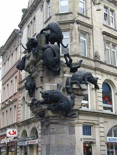 Sculptor Siegfried Neuenhausen designed this 1981 monument to homeless cats in Braunschweig, Germany.