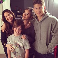 Holly Marie Combs • Pretty Little Liars • Lucy Hale • Cody Christian • Montgomery