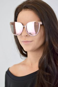 Glam up your outfit with these mirrored rose gold sunglasses.