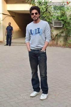Shah Rukh Khan Bollywood Cinema, Bollywood Photos, Bollywood Actors, Bollywood Fashion, Shah Rukh Khan Quotes, Shah Rukh Khan Movies, Shahrukh Khan, Casual Shirts, Casual Outfits