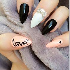 Peach Black and White Stiletto Nails Inspired by Audrey Hepburn. #breakfastattiffanys