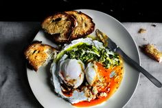 Turkish-inspired brunch: Poached Eggs on a bed of garlicky yogurt bathed with Aleppo chili butter and pickled green chili chimichurri sauce. New Recipes, Cooking Recipes, Chili Recipes, Favorite Recipes, Good Food, Yummy Food, Healthy Food, Yogurt Recipes, Poached Eggs