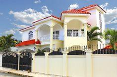 Casa en Venta en Puerto Plata Republica Dominicana, esta propiedad cuenta con todo lo necesario para vivir en familia, totalmente amueblada con 350 Mts. de construcción. HERMOSA RESIDENCIA TOTALMENTE AMUEBLADA…