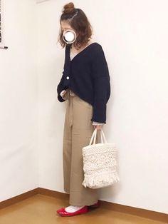 クロップド丈のパンツが、低身長の私にはちょうどいい🤣💕  カーディガンは、形が可愛くてお気に入りですっ☺️暗い色のカーディガンは持ってなかったので、すごく重宝しそうです♫  見て下さりありがとうございます**⚪︎ Zozo, Normcore, Japanese Style, Pants, How To Wear, Fashion, Trouser Pants, Moda, Japan Style