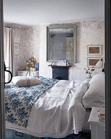 the main bedroom with its original plaster and an antique quilt found at Kempton Park