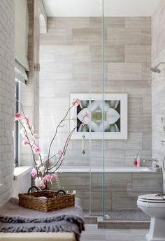 small bathroom design with bathtub and shower 99 Small Bathroom Tub Shower Combo Remodeling Ideas - Modern Bathroom Bathtub Shower Combo, Bathroom Tub Shower, Tiny House Bathroom, Shower Floor, Small Bathrooms, Light Bathroom, Bathroom Modern, Mini Bathtub, Eclectic Bathroom