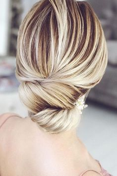 Top Wedding Updos For Medium Hair ❤ See more: http://www.weddingforward.com/wedding-updos-for-medium-hair/ #weddings
