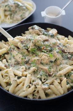 penne with chicken, mozzarella and sun dried tomatoes - Penne with chicken, mozzarella and sun dried tomatoes - Penne, Healthy Cooking, Healthy Recipes, Cast Iron Cooking, Dried Tomatoes, Pasta Salad, Macaroni And Cheese, Chicken Recipes, Clean Eating