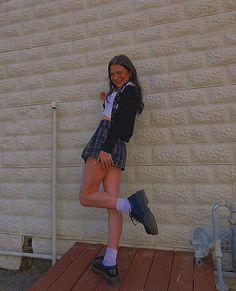 #DocMartensstyle Indie Outfits, Girl Outfits, Cute Outfits, Plaid Skirt Outfits, Sweater Skirt Outfit, Plaid Pleated Skirt, Plaid Skirts, Dr. Martens, Doctor Martens