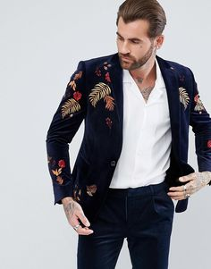 Buy ASOS DESIGN Wedding Skinny Suit Jacket In Navy Floral Linen Look at ASOS. With free delivery and return options (Ts&Cs apply), online shopping has never been so easy. Get the latest trends with ASOS now. Indian Men Fashion, Best Mens Fashion, Mens Fashion Suits, Mens Suits, Blazer Outfits Men, Blazer Fashion, Men's Fashion, Asos, Gents Coat