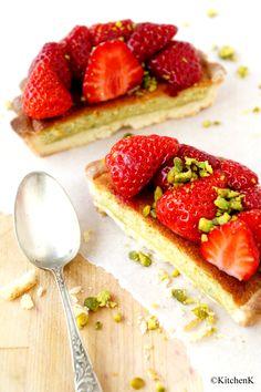 Tarte aux fraises, crème d'amande à la pistache, pâte sablée au citron.