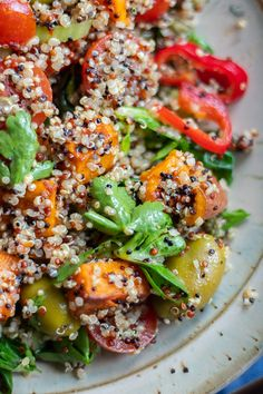 Super odżywcza sałatka z komosy ryżowej i batata >> vito gryzie Pasta Salad, Quinoa, Ethnic Recipes, Food, Potato, Diet, Crab Pasta Salad, Essen, Meals