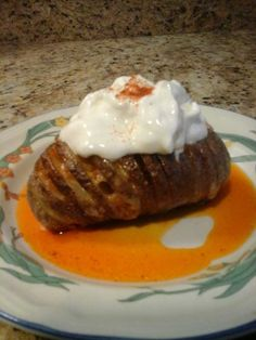 These Hasselback Potatoes in the microwave are delicious, easy to prepare and are a feast for the eye. Hassleback Potatoes, Hasselback Sweet Potatoes, Microwave Vegetables, Potatoes In Microwave, Veggie Recipes, Gourmet Recipes, Potato Recipes, Vegetarian Bake, Getting Hungry