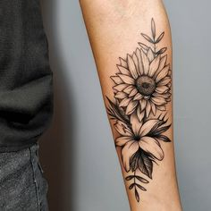 Spoiler Alert] In this post you will find 25 artists from 15 different cities throughout Brazil and 75 pictures of tattoos that are as beautiful as flowers . ❤ The floral tattoos are as successful: in . Vine Tattoos, Forarm Tattoos, Leg Tattoos, Body Art Tattoos, Small Tattoos, Tatoos, Hibiscus Tattoo, Sunflower Tattoos, Lily Flower Tattoos