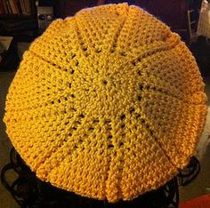 Sun-Ray Slouch Hat - free crochet pattern - a touch of sunshine during grey winter days! Crochet Kids Scarf, Crochet Adult Hat, Crochet Beret, Crochet Hat For Women, Crochet Cap, Crochet Scarves, Free Crochet, Knitted Hats, Simple Crochet