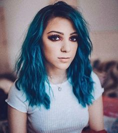 Niki Demartino ( AKA everything is Blue girl) Dye My Hair, New Hair, Messy Hairstyles, Straight Hairstyles, Dark Green Hair, Hair Color And Cut, Hair Art, Ombre Hair, Hair Makeup