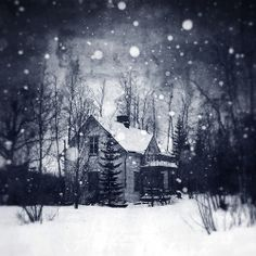 An abandoned house in Kemi, Finland. Days in the snow Snow Pictures, Pretty Pictures, Abandoned Buildings, Abandoned Places, Picture Places, Thing 1, Perfect World, Shades Of White, Winter Scenes