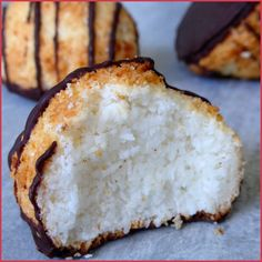 à la noix de coco ou congolais Rocks with coconut or Congolese coconut bonbons. use this translated one! Rocks with coconut or Congolese coconut bonbons. use this translated one! Desserts With Biscuits, Mini Desserts, Vegan Desserts, Sweet Recipes, Cake Recipes, Dessert Recipes, Healthy Protein Breakfast, Biscuit Cookies, Coconut Recipes