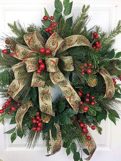 Traditional Christmas Wreath Christmas Wreath Pinecones