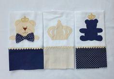 Kit com 3 fraldinhas de boca com patchaplique de ursos e coroa, tecido 100% algodão cremer luxo duplo garantindo conforto e maciez para o bebê. Vem em embalagem de tule para presente. *Consulte as opções disponíveis em cores para menino e menina. ** CONSULTE A DISPONIBILIDADE DE ESTAMPA! **