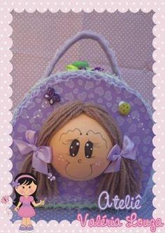 Maleta em EVA modelo boneca Faço em outros temas Ideal para presentear, guardar utensílios do bebê ou como lembrança de aniversário para colocar guloseimas R$ 45,00