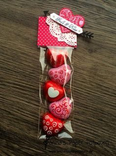 jpp - Goodie / treat / Valentine's Day / Valentinstag / Liebe / sneak peek / OnStage 2016 / Schauwand Designer / Display Stamper / Stampin' Up! Berlin / Mit Gruß und Kuss / Sealed with love / love notes / love suite / Liebesgrüße www. Valentines Day Treats, Valentine Day Crafts, Valentine Decorations, Be My Valentine, Saint Valentine, Candy Crafts, Paper Crafts, Chocolate San Valentin, Valentines Bricolage