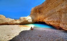 Cyclades is the most beautiful complex of islands in Greece since they have amazing beaches and wonderful villages with whitewashed houses. Paradise On Earth, Greece Islands, Yoga Retreat, What A Wonderful World, Toscana, Greece Travel, Santorini Travel, Holiday Destinations, Places Around The World