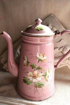 .Pink vintage enamel coffee pot deocorated with whiite flowers