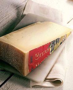 Bitto DOP l Bitto è un formaggio lombardo a denominazione di origine protetta prodotto secondo un nuovo disciplinare di tipo industriale. Il Bitto Storico è un formaggio Orobico prodotto in modo artigianale con un disciplinare molto più restrittivo, il Bitto storico è un presidio Slow Food