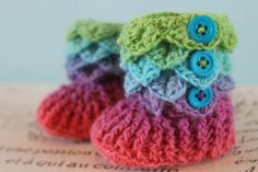 http://kiss-and-tell.hubpages.com/hub/HowToCrochetBabyBooties