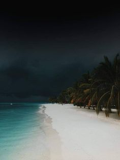 The Classy Issue Beach Vibes, Nature Aesthetic, Dark Skies, Jolie Photo, Strand, Beautiful Images, Nature Photography, Scenery, Places To Visit