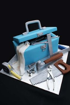 Tool Box - Cake by Verusca Walker - CakesDecor Unique Cakes, Creative Cakes, Tool Box Cake, Cupcakes Decorados, Dad Cake, Cake Decorating With Fondant, Fathers Day Cake, Sculpted Cakes, Gateaux Cake