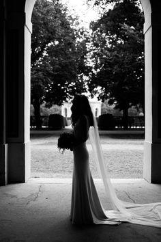 BrautpaarshootingMuenchen-21 Wedding Dresses, Courtyard Gardens, Wish, Wedding, Bride Dresses, Bridal Gowns, Wedding Dressses, Bridal Dresses
