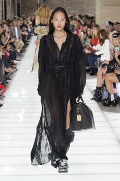 Louis Vuitton Spring 2018 Ready-to-Wear  Fashion Show Collection Curated by @sommerswim
