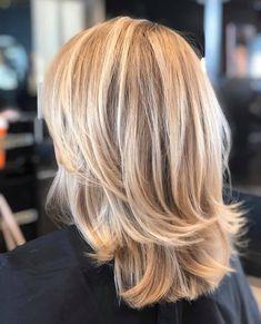 Medium Hair Styles, Short Hair Styles, Fall Blonde Hair, Medium Layered Haircuts, Mom Hairstyles, Sassy Hair, Cut My Hair, Short Hair Cuts, Outfit