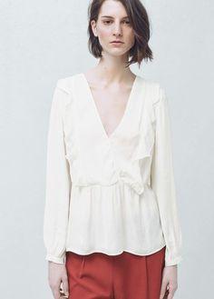 Bluse mit rüschendetail am ausschnitt | MANGO