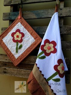 Pano de Prato e Pot Holders Bird Applique, Machine Embroidery Applique, Applique Designs, Applique Patterns, Easy Sewing Projects, Sewing Crafts, Patchwork Quilt, Patchwork Kitchen, Plastic Bag Holders