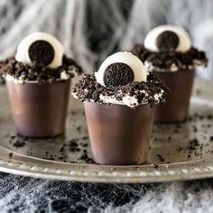 Monster Eye Pudding Cups Creepy, easy, and fun, these festive pudding cups use only 5 ingredients and are kid friendly. Perfect for a Halloween movie night!