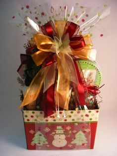 We present fabulous token of appreciation elegant baskets for any big day! Choose from our large variety of unique souvenir fruit filled gift baskets Christmas Gift Baskets, Craft Gifts, Diy Gifts, Holiday Gifts, Christmas Crafts, Holiday Ideas, Homemade Gift Baskets, Gift Baskets For Men, Homemade Gifts