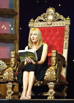 FROM A THRONE LIKE THE QUEEN YOU ARE. | 25 Proper Ways To Read A Book