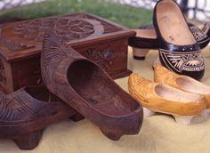 Madreñas, artesanía en madera Asturias Spain, Paraiso Natural, My Heritage, Woodcarving, Siena, Indiana, Celtic, Clogs, Artisan