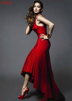 She's so Hott. Red high-Low dress. #JenniferLopez
